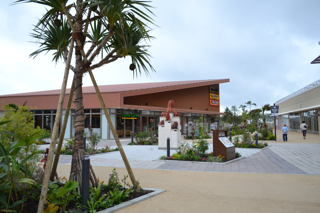 130_イオンモール沖縄ライカム ロイヤルホスト、ラナイカフェ、カウボーイファミリー