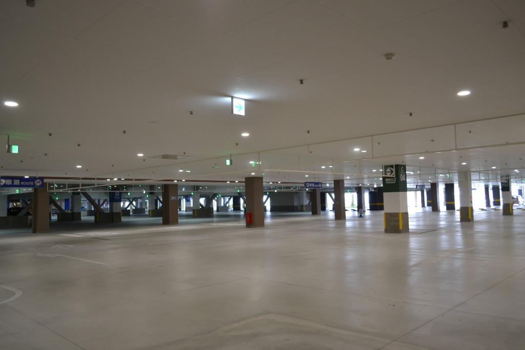 030_イオンモール沖縄ライカム 屋内駐車場